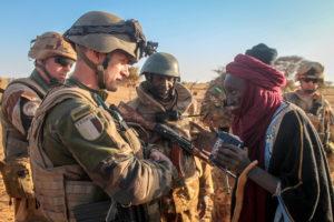 Comprendre les enjeux de sécurité dans la bande sahélo-saharienne : historique de la rébellion Touareg au Mali et au Niger